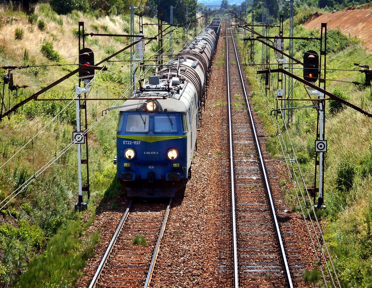 Obrazek dotyczący targów TRAKO 2017 przedstawia jadący pociąg.